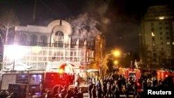 روابط دیپلماتیک تهران و ریاض در پی حمله اعتراضآمیز به اماکن دیپلماتیک این کشور در تهران و مشهد قطع شد.