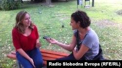 Novinarka RSE Aida Đugum u razgovoru sa jednom od stipendista