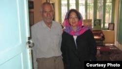 فریبا امینی در خانه محل تبعید محمد مصدق در روستای احمدآباد