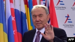 Kazakhstan's President Nursultan Nazarbaev says he could be a 'mediator' in the Ukraine crisis because of his country's good relations with Kyiv and Moscow.