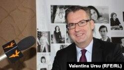 Dirk Schuebel într-o vizită în studioul Europei Libere la Chișinău
