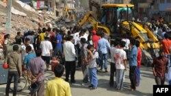 Рятувальники шукають тих, хто вижив, під завалом будинку в Катманду, 12 травня 2015 року