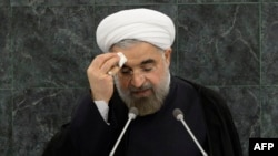 حسن روحانی به خاطر مکالمه تلفنی با باراک اوباما، هدف انتقادات محافظهکاران ایران قرار دارد.