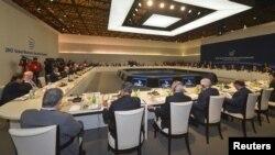 Участники саммита по ядерной безопасности на ужине. Сеул, 26 марта 2012 года.