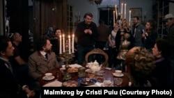 Cristi Puiu, în timpul filmărilor la Malmkrog, pelicula care i-a adus premiul pentru regie la secțiunea, Encounters, a Festivalului de la Berlin