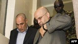 سید منصور موسوی (نفر سمت چپ) و احمد ابوالفتحی محمد، دو ایرانی متهم به طراحی ترور در کنیا.