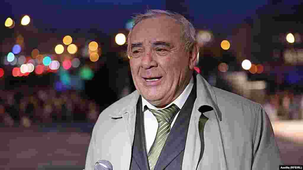 Камал театры каршында яңа сезон ачу тантанасы. Ринат Таҗетдинов.