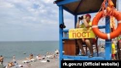 Спасательный пост на одном из крымских пляжей