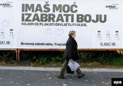 'Samu činjenicu da se vlasti mogu smijeniti, a u nizu postjugoslavenskih država one su se i te kako smijenile, vidim kao jamstvo stvarnog demokratskog poretka.' (Fotografija: Zagreb pred izbore 2015)