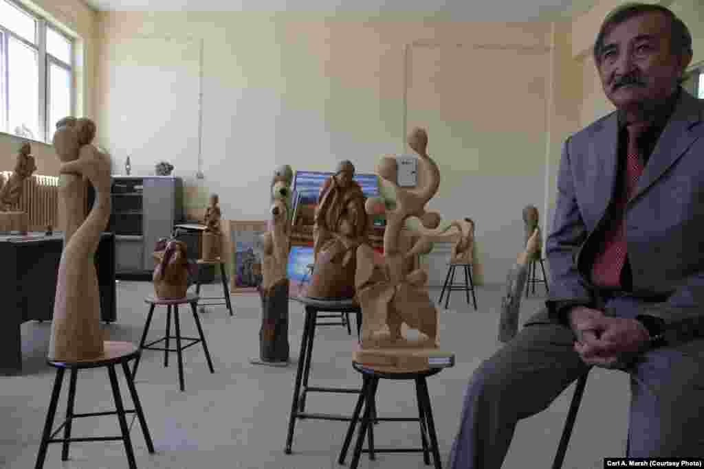 Рахманқұл Ханның ұрпағы, сәулетші Акбар Құтлы - Ван университетінің профессоры. Акбар мен оның қайтыс болған інісі Мәлік Ауғанстанда өткен балалық шақтарынан сурет салуға, мүсін қалыптауға құмар болған. Олар көбінесе қырғыздардың Памирдегі тіршілігін бейнелейтін картиналар салады.