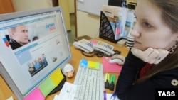 Программой кандидата в президенты Владимира Путина пользователи интернет зачитывались с утра 12 января