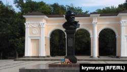 Пам'ятник Шевченку у Сімферополі, 23 серпня