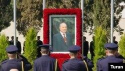 Heydər Əliyev 2003-cü ilin dekabrın 12-də vəfat edib