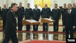 Президент России Дмитрий Медведев на встрече с высокопоставленными военными.