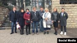 Алексей Сергеев с адвокатом, юристами и представителями Ассоциации незаконно осужденных граждан РФ