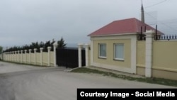 Ворота дачи Патриарха Кирилла на берегу Черного моря под Геленджиком