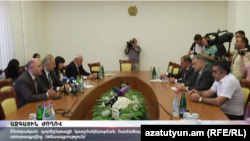Политические силы после подписания нового соглашения по Избирательному кодексу, Ереван, 13 сентября 2016 г.