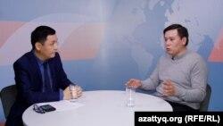 Жанболат Мамай (оң жақта) мен Қасым Аманжол. Алматы, 14 наурыз 2019 жыл.