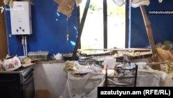 Locuință din Stepanakert, capitala regiunii separatiste Nagorno-Karabah, după ultimele bombardamente.