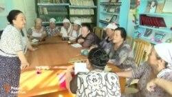 Сузак. Пенсионерки поют на четырех языках