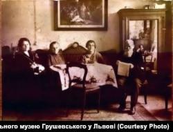 Катерина і Марія Грушевські, Ольга Коссак (дружина Івана Коссака), Михайло Грушевський. 19 січня 1924 року