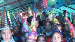 لاجئون سوريون يحتفلون بالميلاد والسنة الجديدة