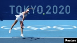Рыбакина в первом круге Олимпиады, в поединке против австралийки Саманты Стосур. Токио, 24 июля 2021 года
