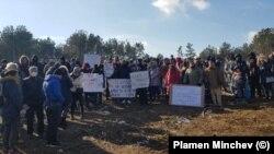 Протест във Варна срещу изсичането на гора.