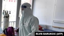 COVİD-19 xəstələrinin müalicə aldığı xəstəxana, Bosniya, arxiv foto