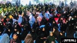 شماری از شهروندان هرات در یک گردهمایی از حکومت افغانستان و گروه طالبان خواسته اند که آتش بس اعلام کنند.
