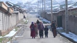 Жители поселка Истиклол в Таджикистане пять лет ждут водопровода, школы и кладбища