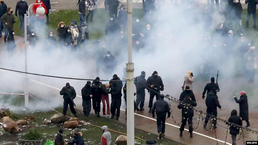 Полиция и протестующие. Минск, 22 ноября