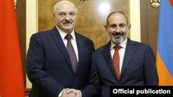 Президент Беларуси Александр Лукашенко (слева) и премьер-министр Армении Никол Пашинян, Ереван, 30 сентября 2019 г.