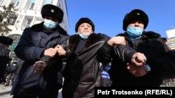 Desetine antivladinih aktivista privedeno je u najmanje tri grada tokom izbora u Kazahstanu 10. januara