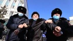"""""""Назарбаев билігі кетсін!"""" Алматыда полиция сайлауға наразыларды күштеп ұстады"""