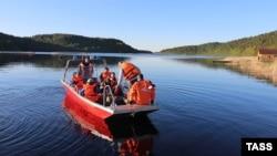 Тривають пошуково-рятувальні роботи на Ладозькому озері, де перекинувся човен з підлітками, Карелія, Росія, 20 червня 2017 року