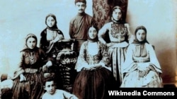 Yusif Vəzir Çəmənzəminli ailəsi ilə birlikdə, Şuşa 1905- 1906