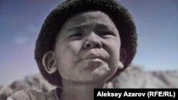 Кадр из фильма «Шырғалаң»/«Джут». Прототип мальчика – профессор Бекен Жилисбаев в детстве. Мальчика играет Нурлан Махсетулы.