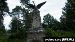 Арол на могілках у Полтараўшчыне
