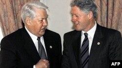 ABŞ prezidenti Bill Clinton (sağda) və Rusiya lideri Boris Yeltsin 1999-cu ildə
