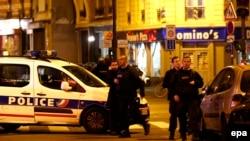 Французская полиция на месте одного из терактов 13 ноября