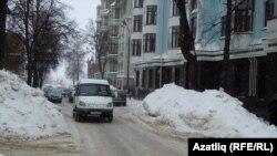 Казанның Жуковский урамындагы ике яклы машина юлы бер яклыга әйләнеп бара
