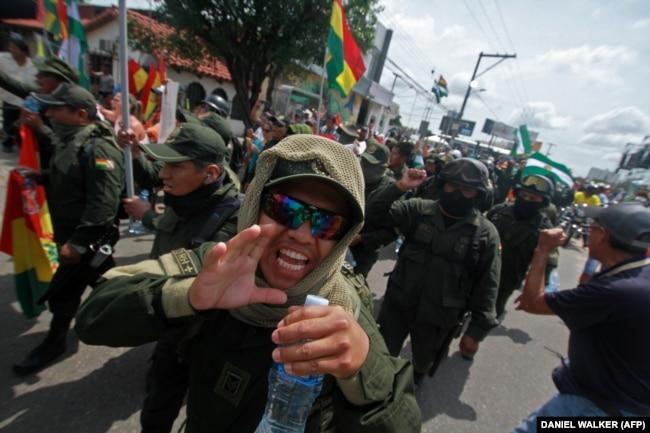 Уже 9 ноября большая часть боливийских полицейских перешла на сторону демонстрантов