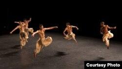 """Балетот """"Минус еден"""" на Големиот канадски балет од Монтреал."""