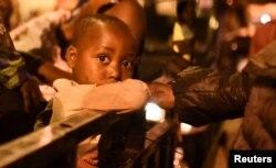 Министерство чрезвычайных ситуаций Руанды сообщило, что за ночь границу пересекли больше 8 тысяч жителей города Гома. Фото: Reuters