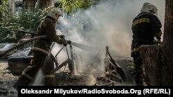 Пожарные тушат взорвался в центре Одессы, 24 июля 2017