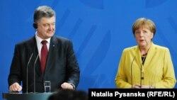 Петро Порошенко і Анґела Меркель на прес-конференції в Берліні, 16 березня 2015 року