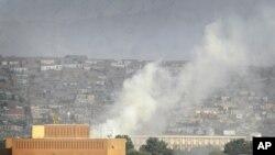 آرشیف، دود برخاسته از اصابت راکت در یکی از مناطق شهر کابل