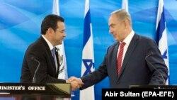 Presidenti i Guatemalës, Jimmy Morales, gjatë një takimi të mëparshëm me kryeministrin e Izraelit, Benjamin Netanyahu