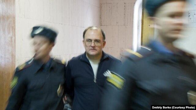 Техника ғылымдарының кандидаты, Мәскеу тұрғыны Сергей Кривов былтырғы 6 мамыр күні Болотный алаңында тұтқындалды.